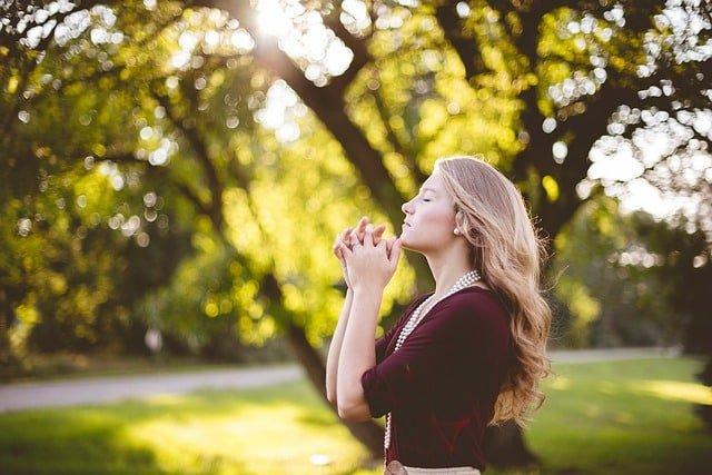 young-girl-praying-outside