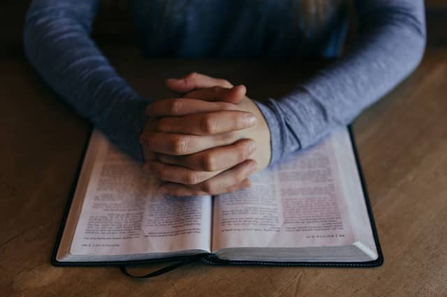 praying-and-reading-the-bible